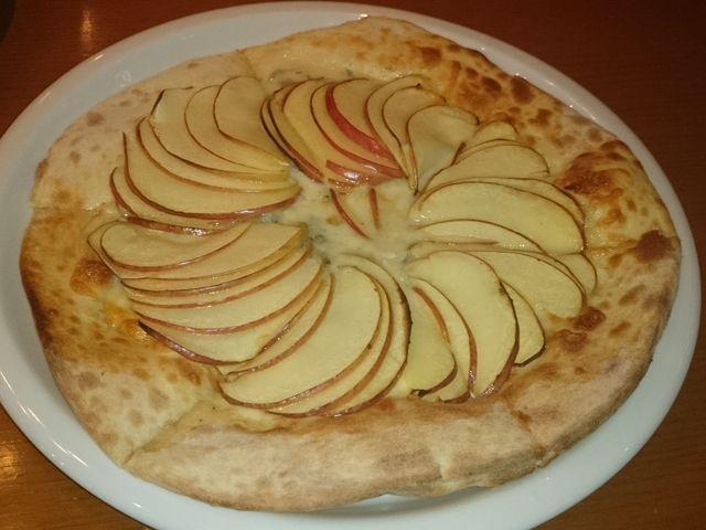 リンゴとゴルゴンゾーラのピッツア1300円_ぶなの森