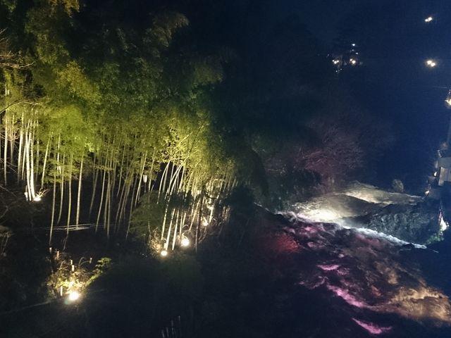 先月、泊まった瀧の湯のお部屋から見た写真です。 お風呂が瀧の直ぐ側でとっても、癒されました。_東山温泉