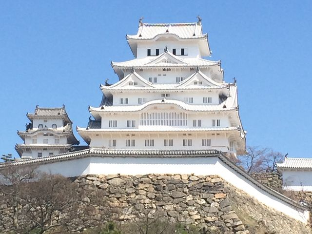 青空に映える白鷺城_姫路城