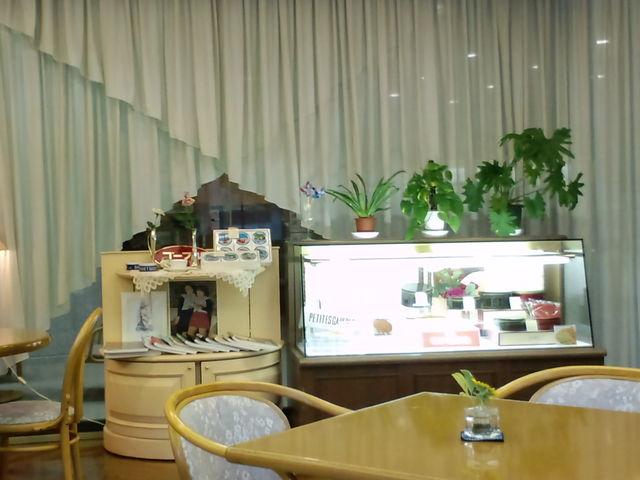 お土産に最適なゴーフルが売っています_神戸市立小磯記念美術館
