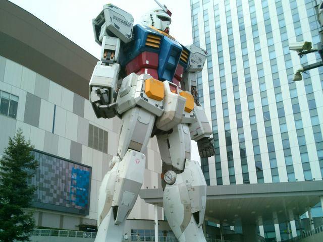 『実物大ガンダムの立像』。360度見ることが出来ます。_ダイバーシティ東京 プラザ