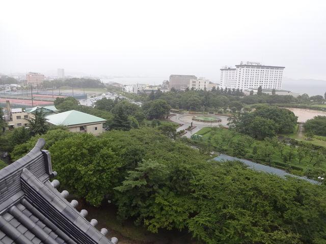 長浜城から温泉群を眺めます。_長浜太閤温泉