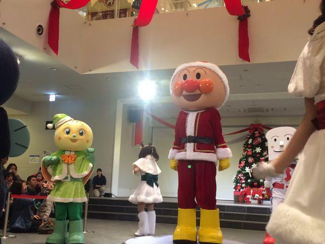 クリスマスの時期のアンパンマンショー(一階)_神戸アンパンマンこどもミュージアム&モール