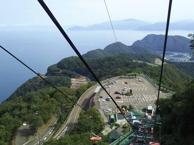 日本海が見えて、眺めは最高です。下りの眺めはさらに良いですが、空に飛び出すみたいで、怖いです。_レインボーライン山頂公園