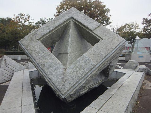 巨大な石。_つくばエキスポセンター