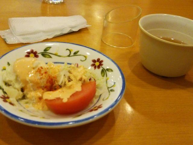 ランチのスープとサラダ。_サイゼリヤ なんばOCAT店 イタリアンワイン カフェレストラン