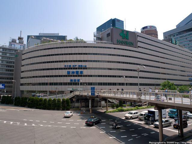 梅田駅前のすぐそばにあります_阪神梅田本店