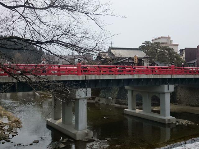 川沿いからも眺められます。_中橋