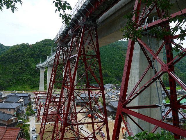 余部鉄橋「空の駅」展望施設 旧の餘部鉄橋が一部保存されています_余部鉄橋「空の駅」展望施設