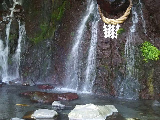 天成園内の瀧です。 癒やされます。_玉簾の滝