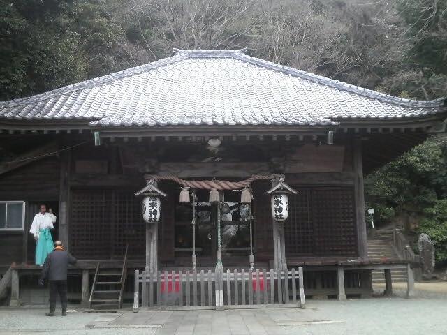 二礼二拍手一礼でお詣りです_高来神社