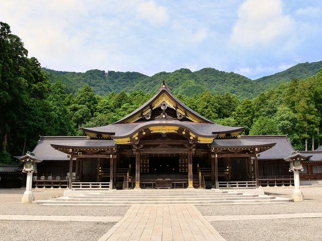 拝殿_彌彦神社