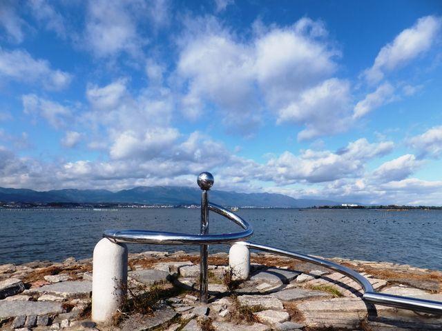 琵琶湖博物館の近くにはモニュメントもあります。_琵琶湖