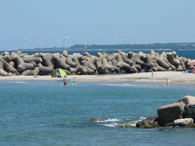テトラポットが波を防ぐ_皆生温泉海遊ビーチ(旧皆生温泉海水浴場)