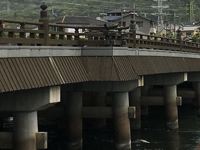 宇治橋三の間。橋の途中の張り出しているところが三の間です。_宇治橋三の間