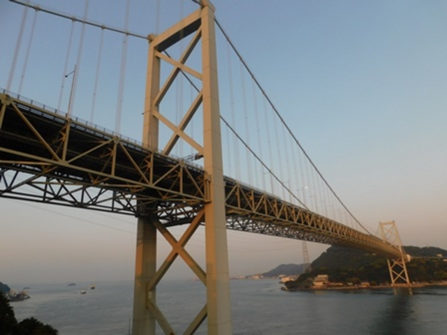 高速のパーキングエリアより_関門橋