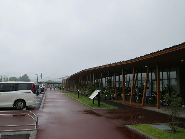 綺麗な建物です_軽井沢発地市庭