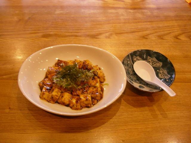 カンパチの甘みとマーボー. づけ唐定食. づけ丼屋 桜勘の写真