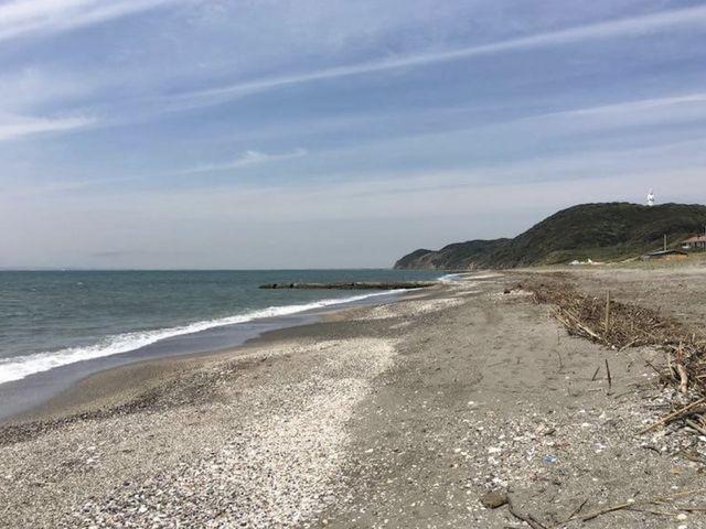このあたりで釣りしてます_新舞子海水浴場