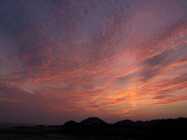 夜明け前の砂丘。_鳥取砂丘オアシス広場