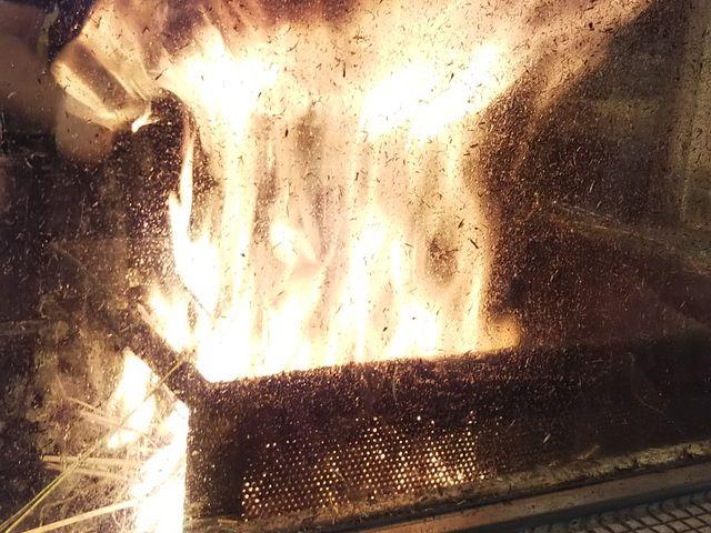この藁焼き見ると、テンション上がります_藁焼き鰹たたき 明神丸 ひろめ市場店