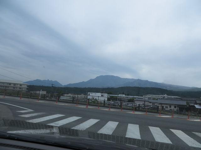 道の駅阿蘇付近から_高岳