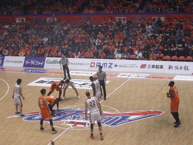 バスケットボールの試合_アオーレ長岡