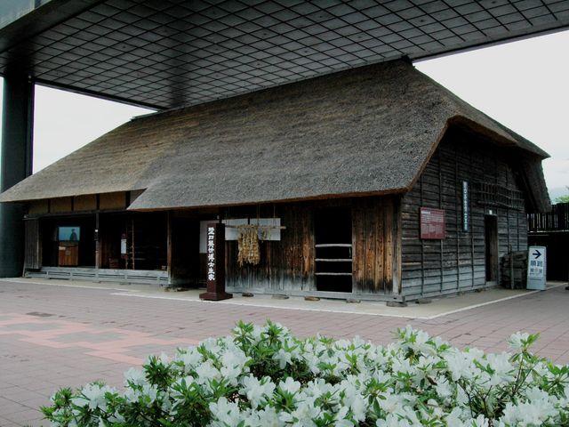 野口英世の生家。生まれた当時のまま場所も大きさも変わらず展示公開している。2019年3月登録有形文化財に登録。_野口英世記念館