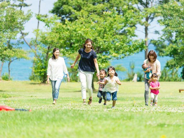 広々とした芝生は、まさに家族の休日にぴったりのフィールド♪_休暇村越前三国