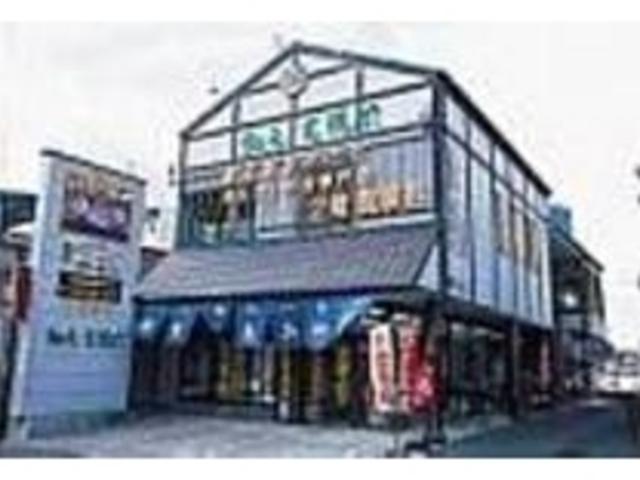 2階部分が食事処に、1階ではお土産を販売_お食事処かにや 戸田本店
