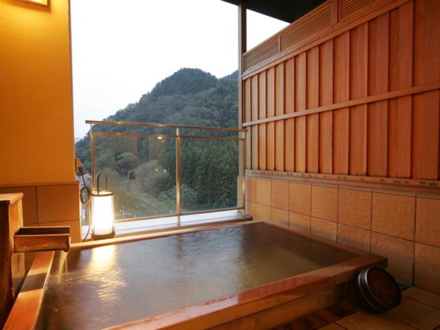 貸切露天風呂「檜の湯」_咲花温泉 翠玉の湯 佐取館