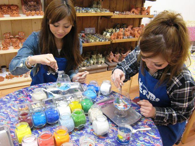 沖縄の思い出を作品に込めて、オリジナルキャンドルを作ろう!_沖縄アート体験 美ら風