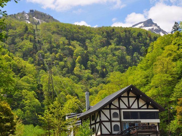 夏、新緑に包まれる層雲峡_大雪山層雲峡・黒岳ロープウェイ