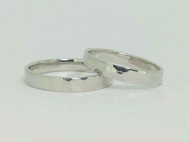 ペアリングで人気のデザインの槌目模様をつけたリング_Somm Jewelry【ソムジュエリー】
