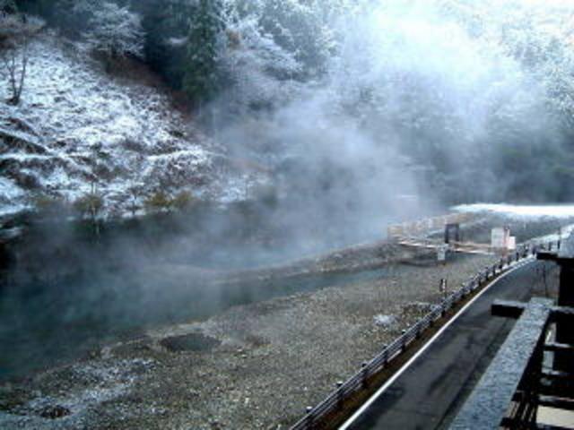 無料の混浴大型露天風呂!! 冬だけだけど、楽しいよ?!!_川湯温泉