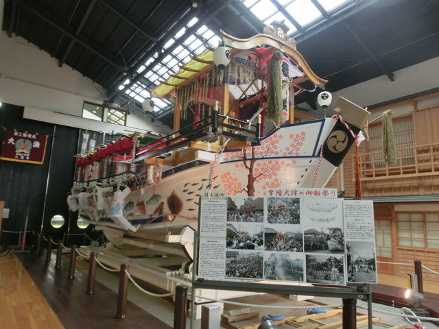 祭りで引かれる船_北茨城市漁業歴史資料館「よう・そろー」