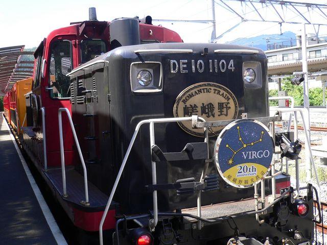 トロッコ嵯峨に到着したトロッコ列車(機関車)_嵯峨野トロッコ列車