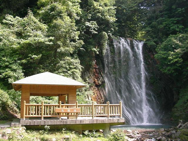 滝と小屋_丸尾滝