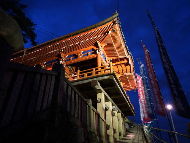 千光寺を見上げたところ_千光寺