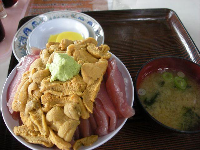 ハーフ丼のこのボリューム_鶴亀屋食堂