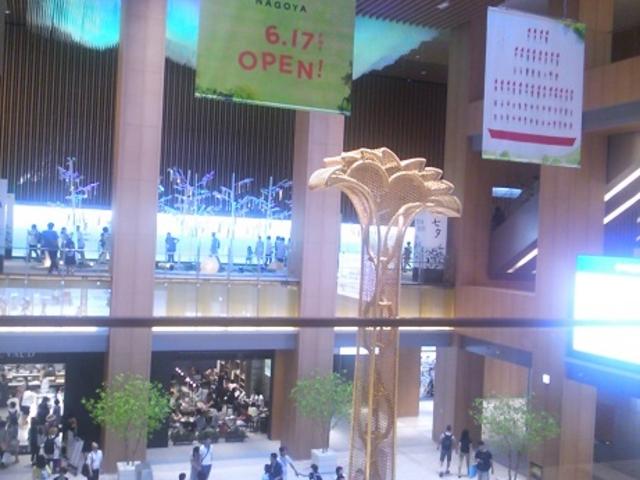 完成したKIITTE2階部分より下を見る_JR名古屋駅