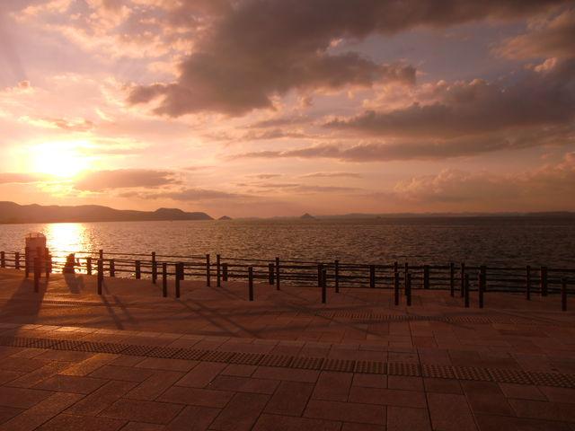 沈む夕日との景色_サンポート高松