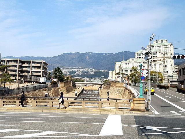 後ろは摩耶山系_住吉川清流の道