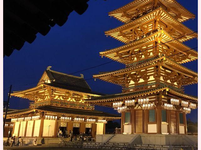 大阪・ライトアップされた四天王寺