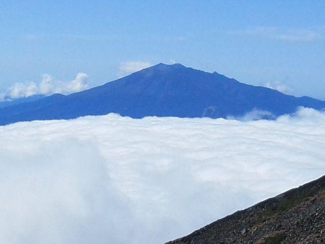 頂上から見た御嶽山_乗鞍岳