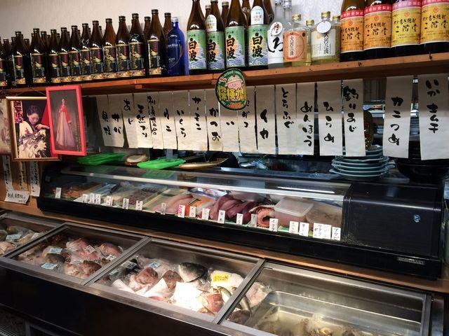 新鮮な魚もチョイスできます_おかもと鮮魚店