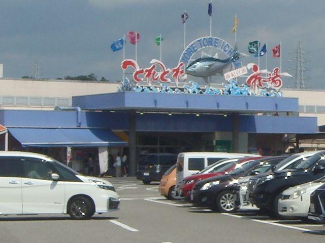 駐車場が広い_海鮮寿司 とれとれ市場