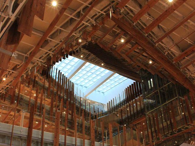 印象的な内装_富山市ガラス美術館