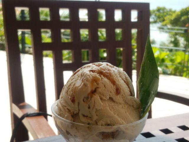 黒糖のパフェは、生クリーム入っていなくてアイスクリームたっぷり(^^)_万国津梁館 カフェテラス