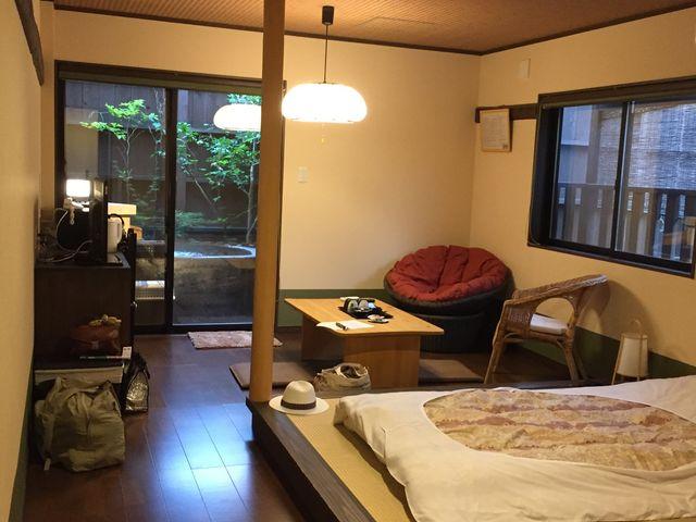 露天風呂付き客室の中_遠刈田温泉